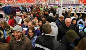 black-friday-crowd-1600x935-650x379